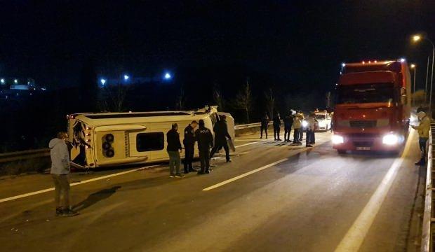 Düğünden dönenleri taşıyan minibüs devrildi: Çok sayıda yaralı