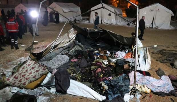 Elazığ'da depremzede çadırında yangın alarmı!