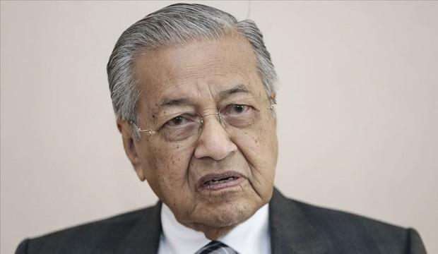 Malezya'da siyasi deprem! Görevini devredeceğini açıkladı