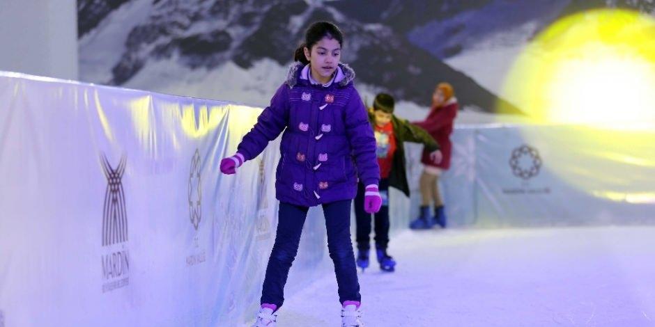 Mardin'de kurulan buz pisti bir ayda 22 bin çocuğu ağırladı