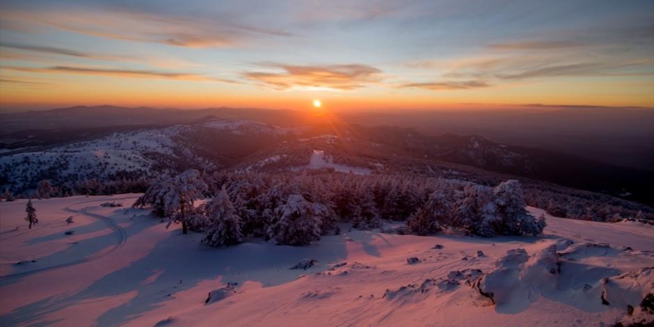 Murat Dağı termal kayak merkezinde eşsiz gün batımı manzarası