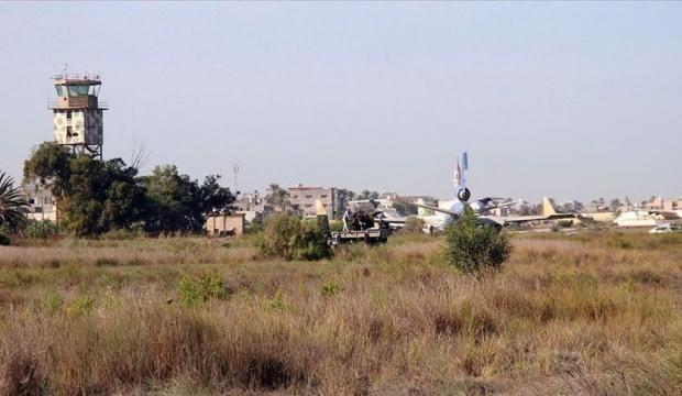 Darbeci Hafter'in hedef aldığı Mitiga Havalimanı'nda uçuşlar yeniden başladı