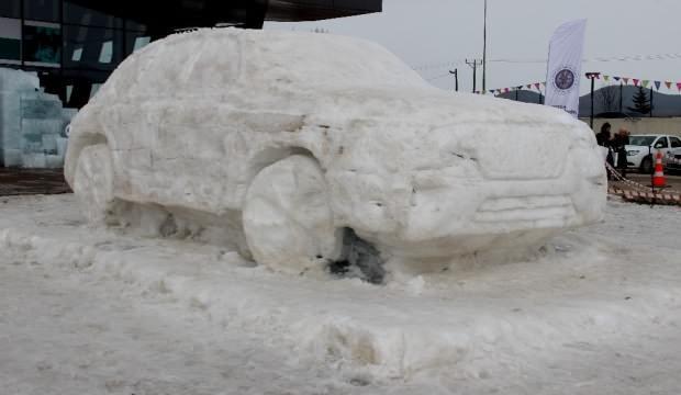 10 kamyon kar ile yerli otomobilin heykelini yaptılar