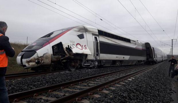 Fransa'da tren raydan çıktı: 4 yaralı