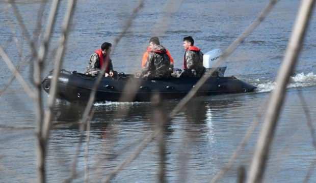 Özel harekat polisleri Meriç Nehri'nde zodyak botla devriyede