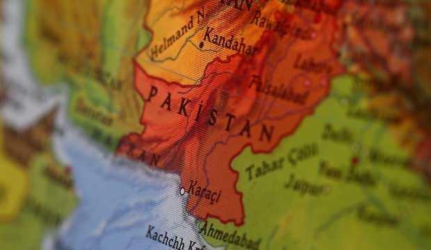 Pakistan'da bina çöktü: 8 ölü, 32 yaralı