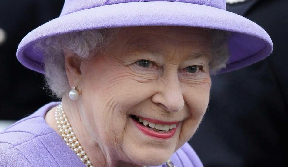 Kraliçe Elizabeth korona virüsü korkusundan sarayı terk etti! 72 gün sonra ilk kez görüntülendi