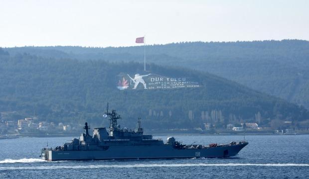Rus savaş gemisi 'Caesar Kunikov', Çanakkale Boğazı'ndan geçti