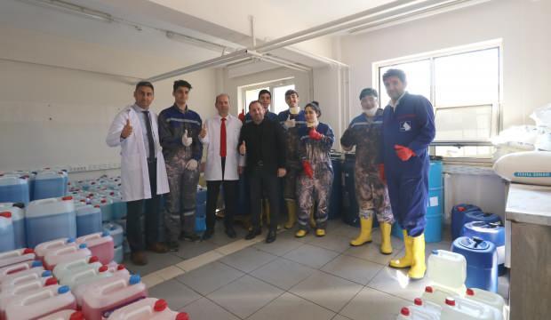 Yalova'da lise öğrencileri 4 ton dezenfektan üretti, okullarda kullanılacak
