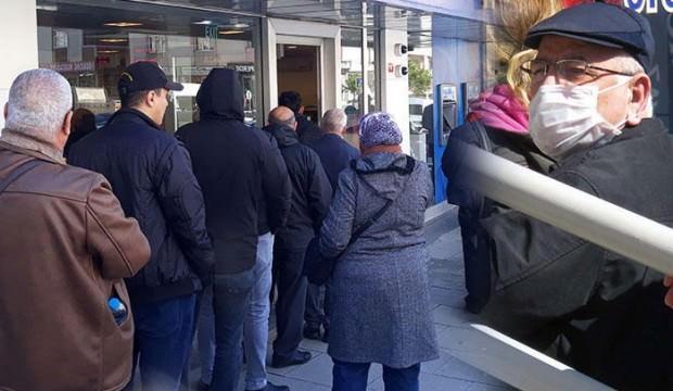 Bankalarda korona önlemi! Herkes tek tek içeri alındı