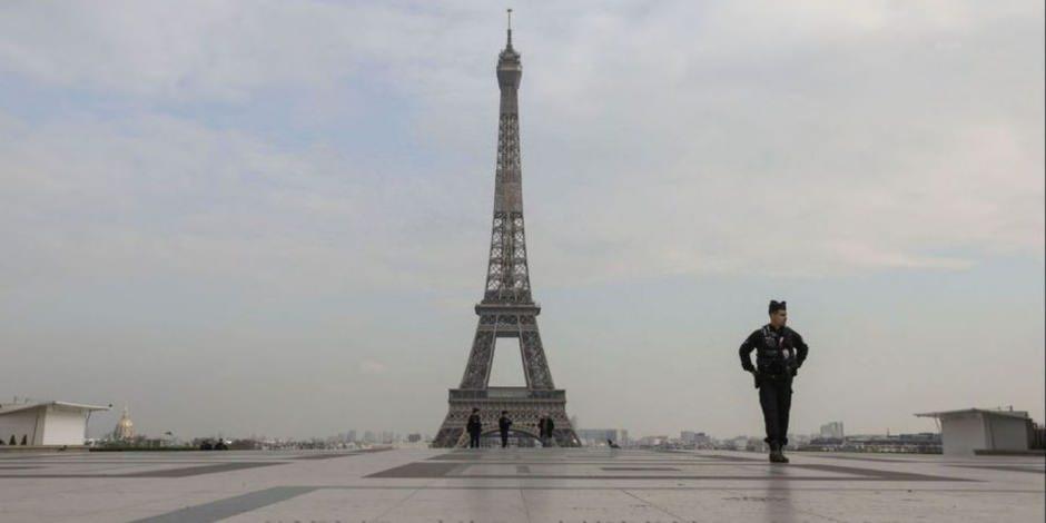 Fransa, yeni tip koronavirüsle savaşıyor: Paris sokakları bomboş kaldı
