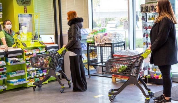 Marketlerden koronavirüs önlemi! O müşterilere özel saat aralığı...