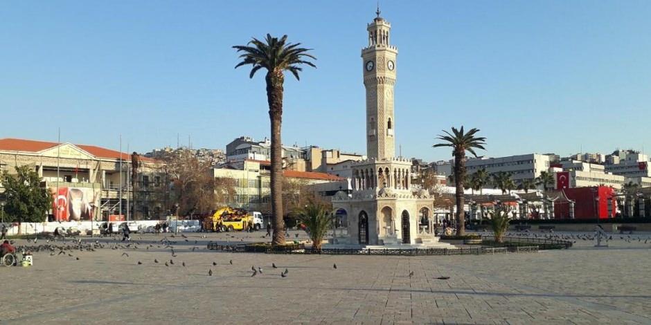İzmir'de meydanlar koronavirüs nedeniyle boşaldı: Evdekal