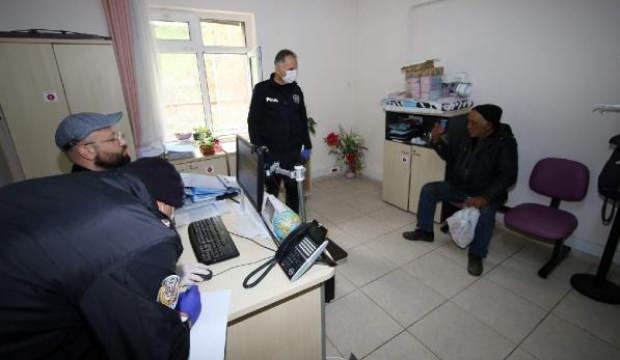 72 yaşındaki evsiz adamı 3,5 saatte ikna ettiler