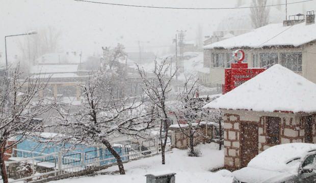 Kent beyaza büründü! Nisan'da kar sürprizi