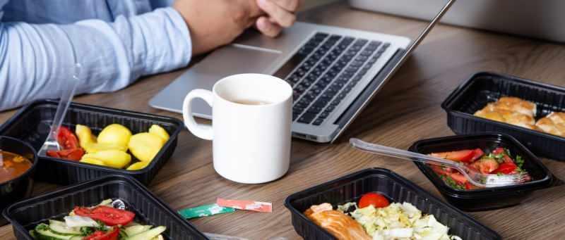 evde çalışarak zinde kalmanın en önemli yolu sağlıklı beslenmedir