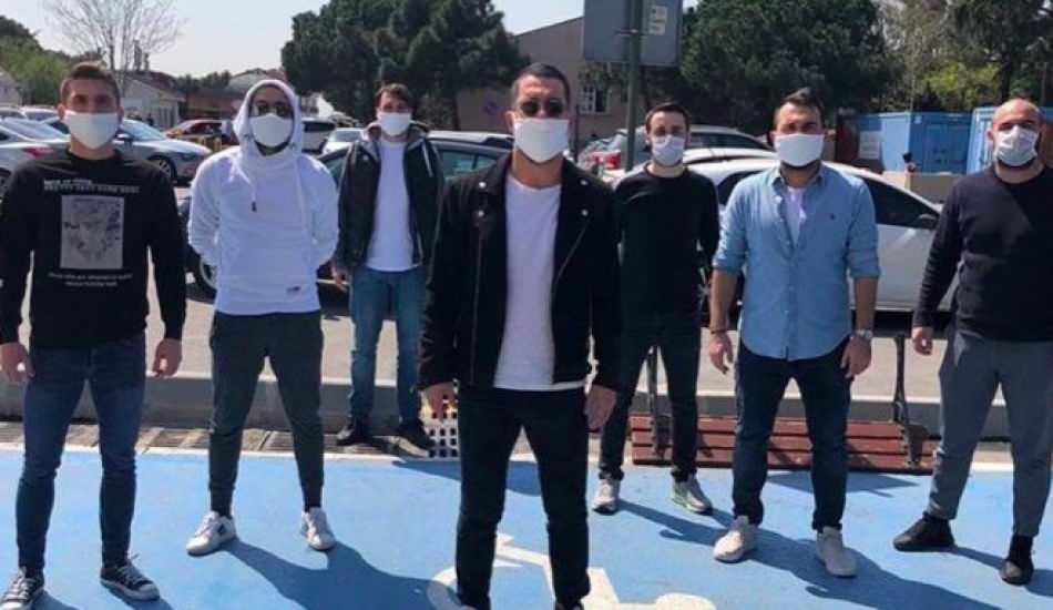 Arda Turan'dan Bayrampaşa Devlet Hastanesi'ne maske bağışı