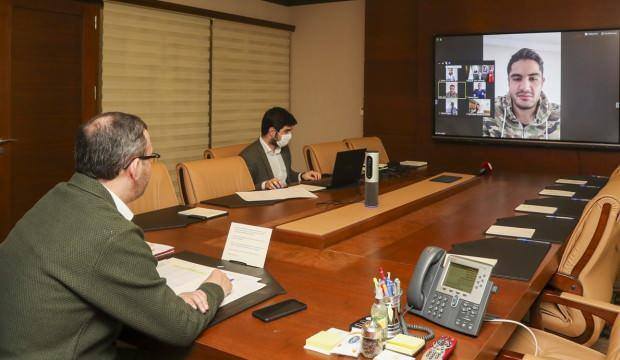 Bakan Kasapoğlu, sporcularla video konferansla görüştü