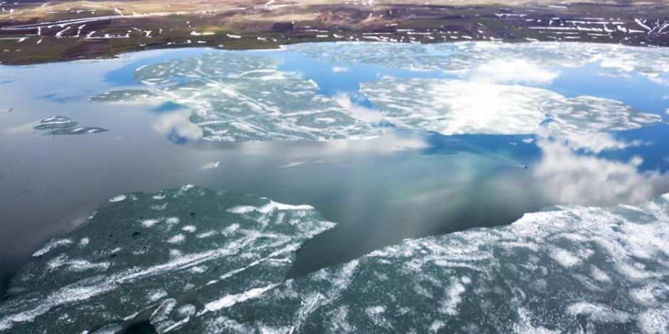 Buzları çözülen Nazik Gölü görenleri kendine hayran bırakıyor