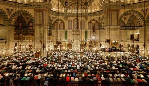 Diyanet İşleri Başkanı Erbaş noktayı koydu: Teravih namazı camilerde kılınacak mı?