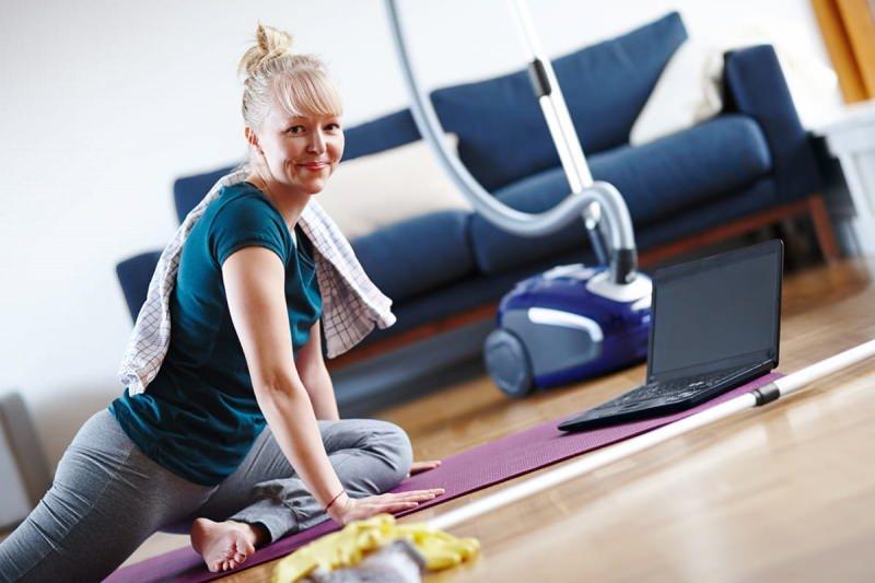 evde çalışırken aynı zamanda egzersiz yaparak zinde kalabilirsiniz.