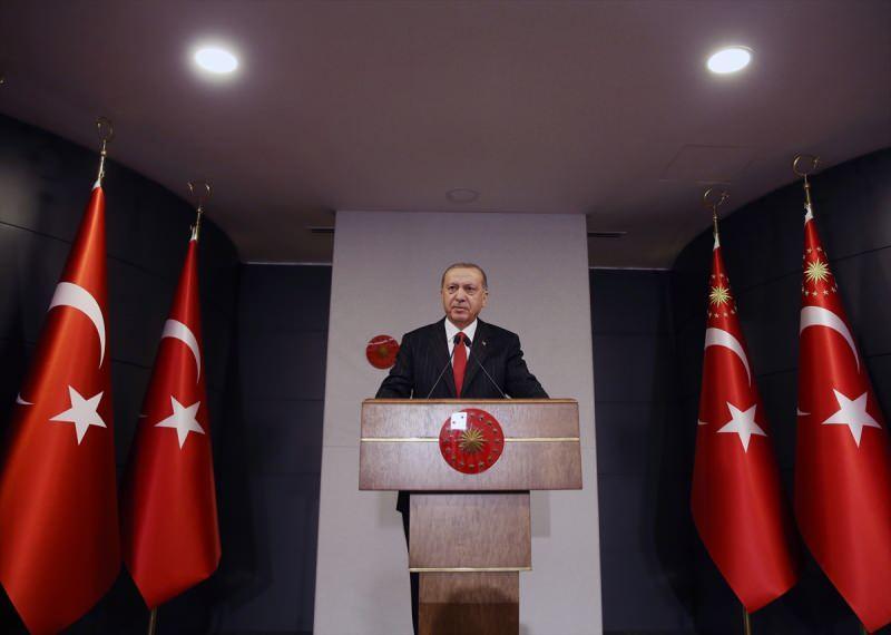 Türkiye Cumhurbaşkanı Recep Tayyip Erdoğan, video konferans yöntemiyle düzenlenen Cumhurbaşkanlığı Kabinesi'nin toplantısının ardından düzenlenen basın toplantısında açıklamalarda bulundu.