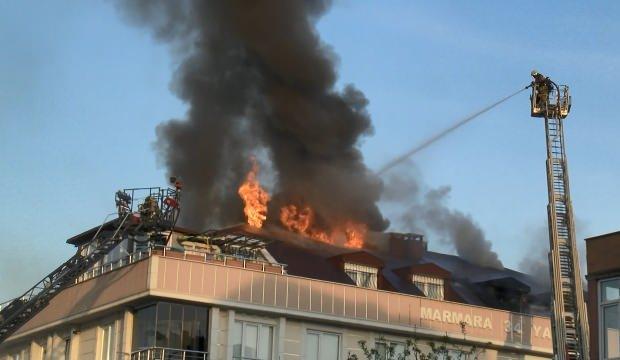 Mangal ateşinden tutuşan çatı alev alev yandı