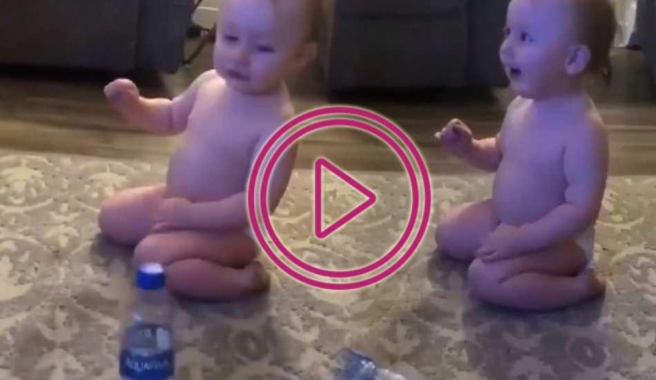 Bebeğin oyunu kazanınca verdiği tepki kalpleri yumuşattı!