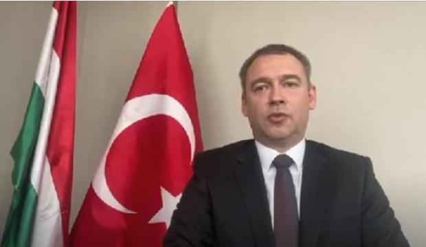 Macarlar, 23 Nisan'ın Yüzüncü Yılını İstiklal Marşı ile Kutladı