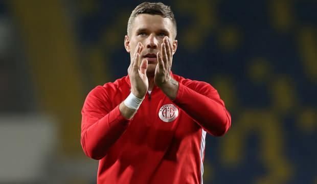 Lukas Podolski, 19 Mayıs'ı kutladı