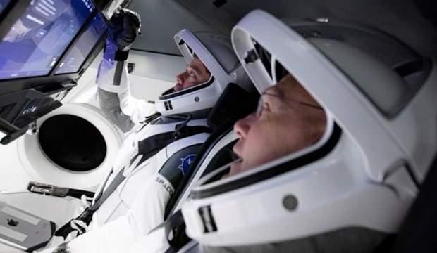 SpaceX'in insanlı test seferi için karantinaya girdiler