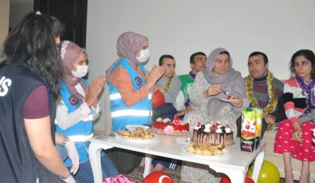 Engelli kardeşlere doğum günü sürprizi