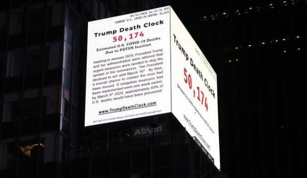 Geriye değil ileriye doğru sayıyor! Times Meydanı'na 'Trump'ın Ölüm Saati' asıldı