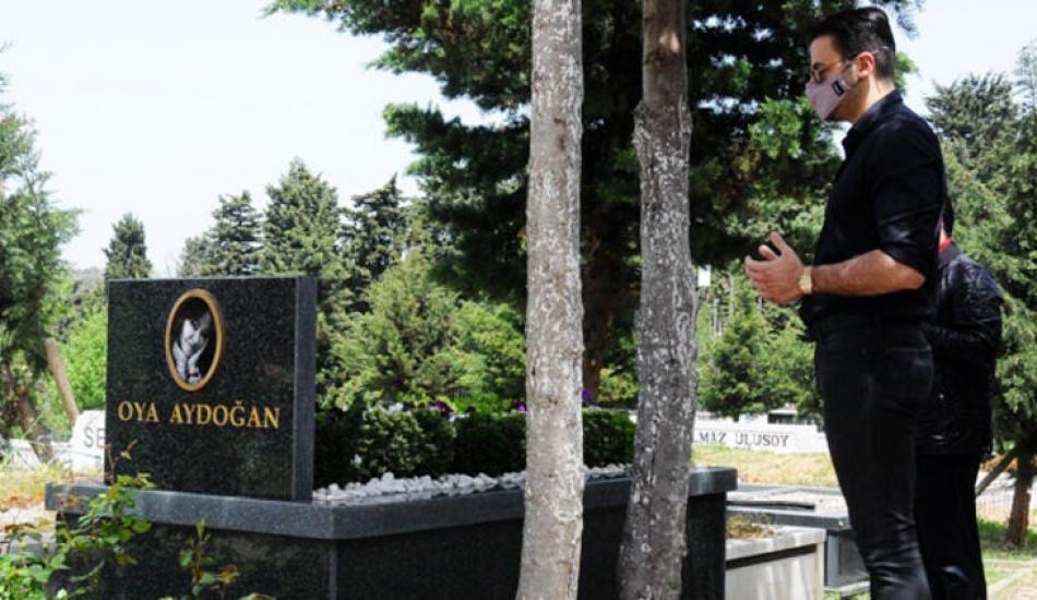 Gurur Aydoğan'dan annesi Oya Aydoğan'ın mezarına ziyaret