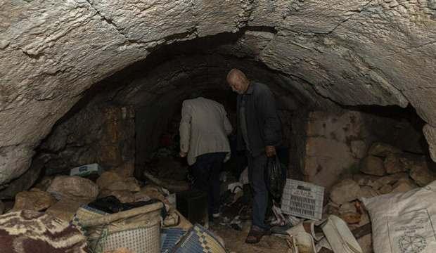 İnsanlardan kaçtı, mağarada yaşıyor!