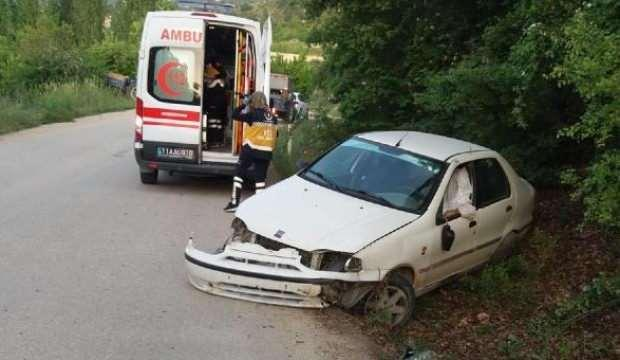 15 dakika arayla iki kez şarampole devrilen otomobil sürücüsü öldü
