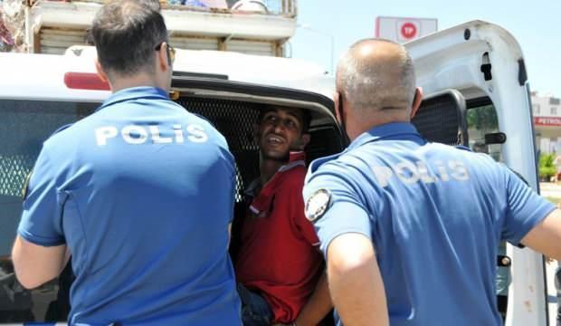 5 kilometre kaçtı, 2 polis aracına çarpıp yakalandı