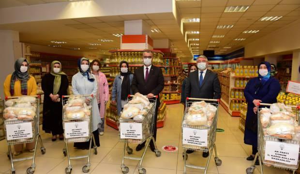 AK Parti kadın kollarından gıda bankasına bağış