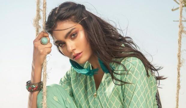 Dünyaca ünlü Zara Abid de düşen uçaktaydı