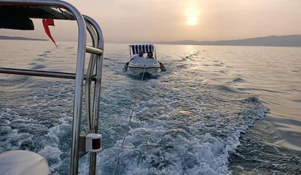 Ege'de teknesi bozulan çifti Sahil Güvenlik kurtardı