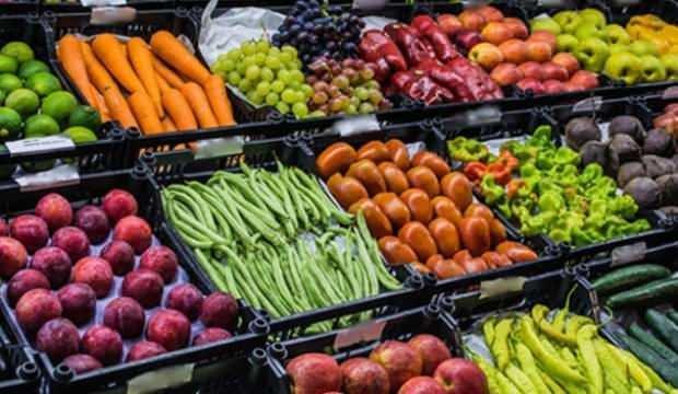 Fiyatı yükselsin diye, sebzeleri çöpe döküyorlar!