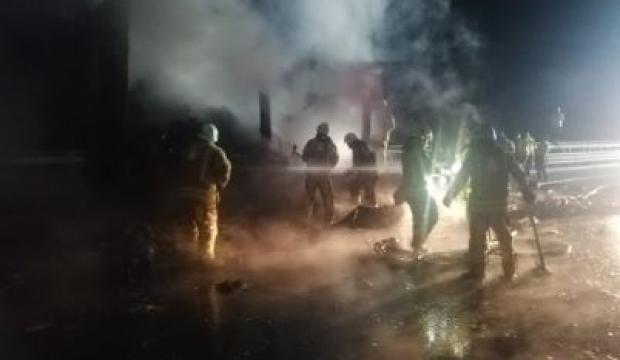 İstanbul'da maske ve eldiven yüklü TIR'da yangın