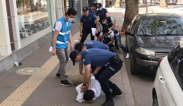 Sakarya'da kimlik isteyen polise mukavemet eden iki kişi gözaltına alındı