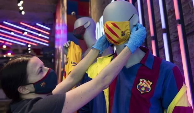 Barcelona, logolu maske satışına başladı