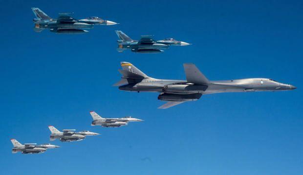 Bölgede gerilim! Rus savaş uçakları ABD uçağının önünü kesti