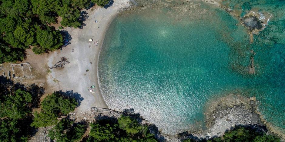Antalya plajları hareketlendi
