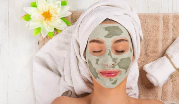 Kırışıklık giderici maske: Evde uygulayabileceğiniz kırışıklık giderici doğal maskeler