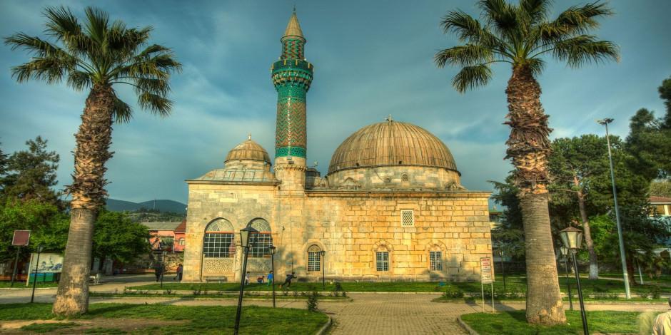 İznik çinileri ile bezeli Yeşil Camii'yi keşfedin