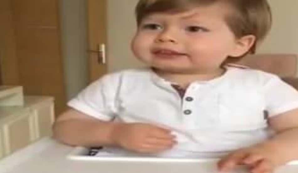 Sevimli miniğin yemek ile imtihanı güldürdü!