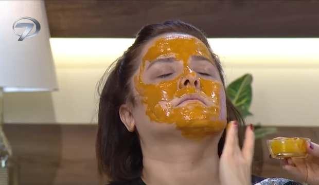 Cildi gençleştiren doğal maske tarifi: Toz zerdeçal, bal, limon ve zeytinyağı karışımı...